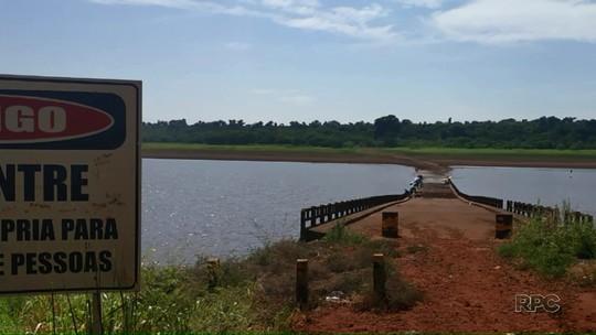 Estiagem afeta nível da Represa Capivara, e ponte que estava submersa há décadas volta a aparecer