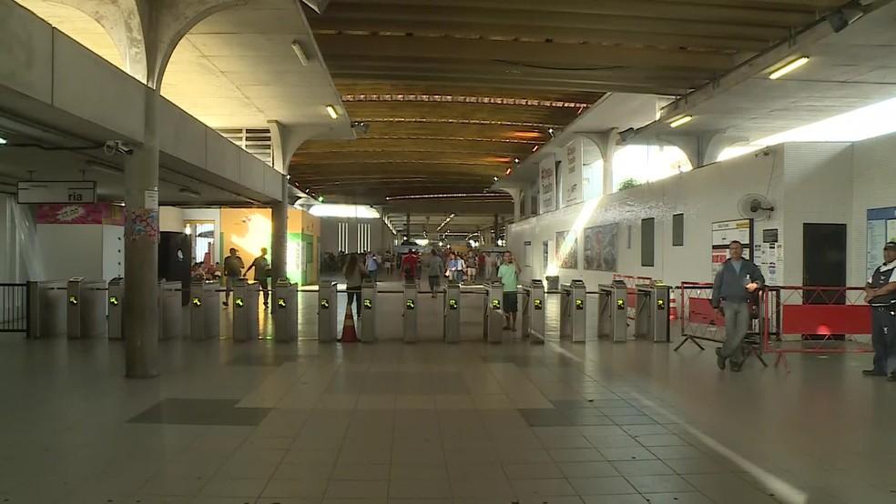 Estação Central do Metrô, no bairro de São José, área central do Recife, tem movimentação reduzida nesta sexta-feira (14) — Foto: Reprodução/TV Globo