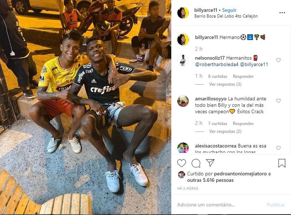 Arboleda apareceu em uma foto com camisa do Palmeiras durante as férias e foi multado — Foto: Reprodução