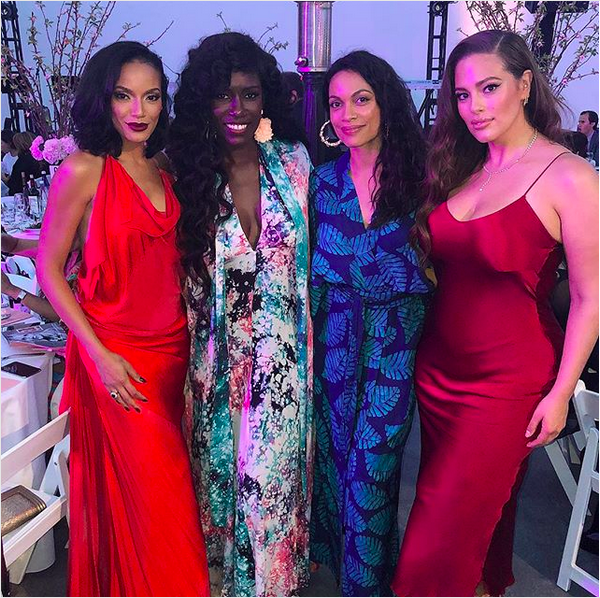 A modelo Ashley Graham com o vestido que a fez ser comparada à personagem Jessica Rabbit (Foto: Instagram)