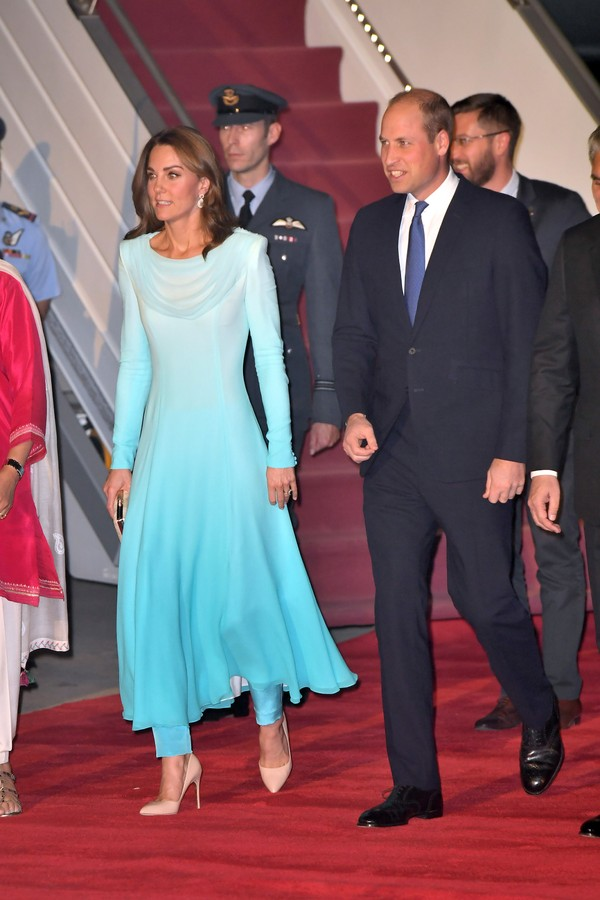 ISLAMABAD, PAKISTAN - OCTOBER 14: Prince William, Duke of Cambridge and Catherine, Duchess of Cambridge arrive at Pakistani Air Force Base Nur Khan on October 14, 2019 in Rawalpindi, Pakistan. Their Royal Highnesses The Duke and Duchess of Cambridge are o (Foto: WireImage)