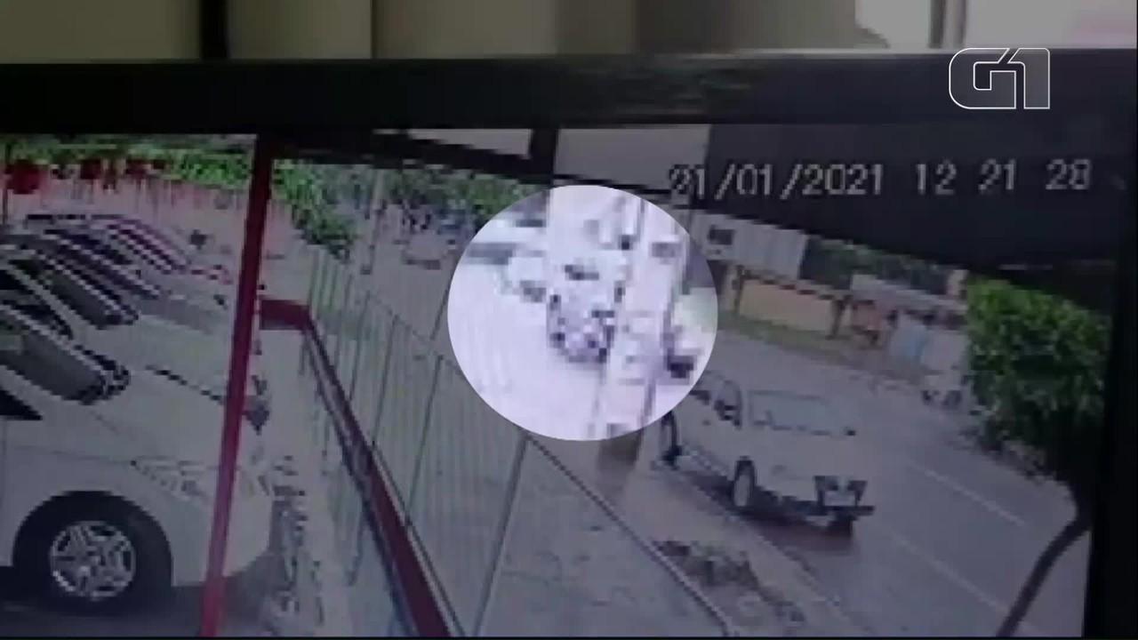 Motociclista é arremessado em batida, em Cascavel
