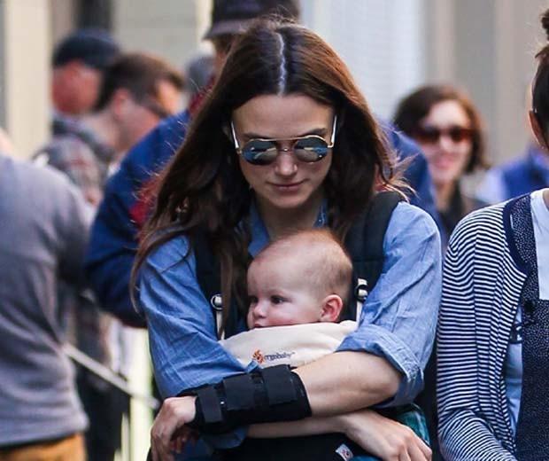Keira e a filha quando bebê  (Foto: Reprodução Instagram)