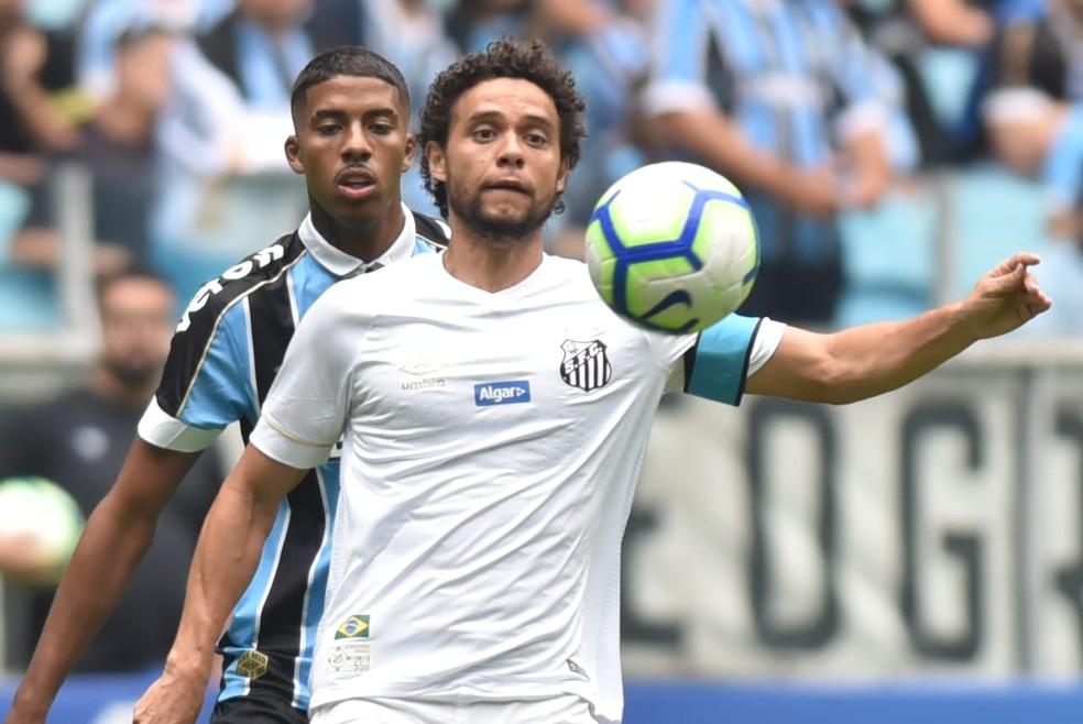 Victor Ferraz é a única opção do Grêmio para a lateral direita neste início de ano — Foto: Ivan Storti/Santos FC