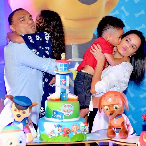 Luciele di Camargo, Denilson e os filhos do casal (Foto: Reprodução/Instagram)