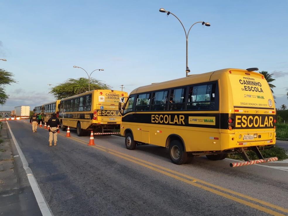 Operação do PRF fiscalizou ônibus escolares na região Seridó e a região metropolitana de Natal.  — Foto: PRF/Divulgação