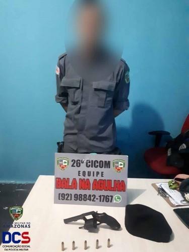Suspeito de se passar por policial militar é preso em rua de Manaus