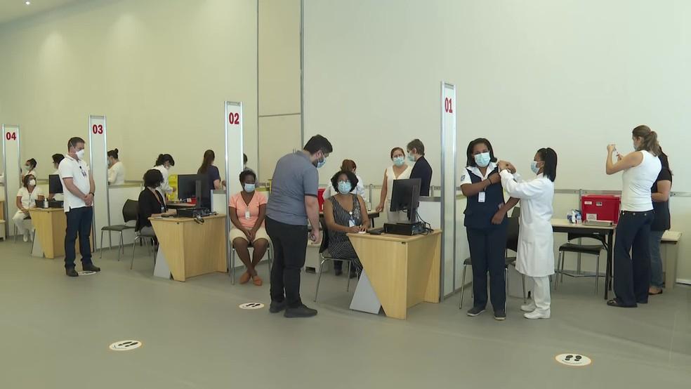 Hospital das Clínicas de SP iniciou megaoperação de vacinação contra a Covid nesta segunda, 18 de janeiro — Foto: Reprodução/TV Globo