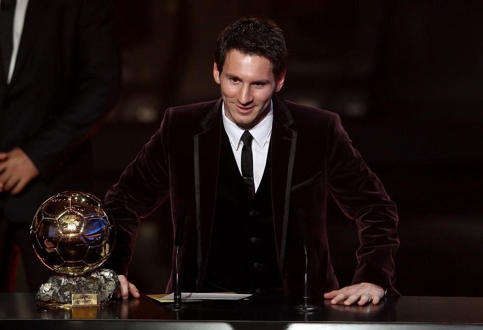 Messi durante o seu discurso após ser eleito, pela terceira vez, o melhor do mundo — Foto: Scott Heavey/Getty Images