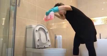 Daniela Carvalho durante faxina em Dublin (Foto: Reprodução)