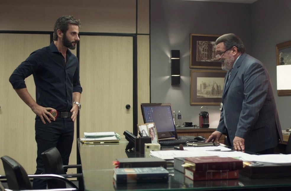 Gustavo fica em uma tremenda saia justa Foto TV Globo