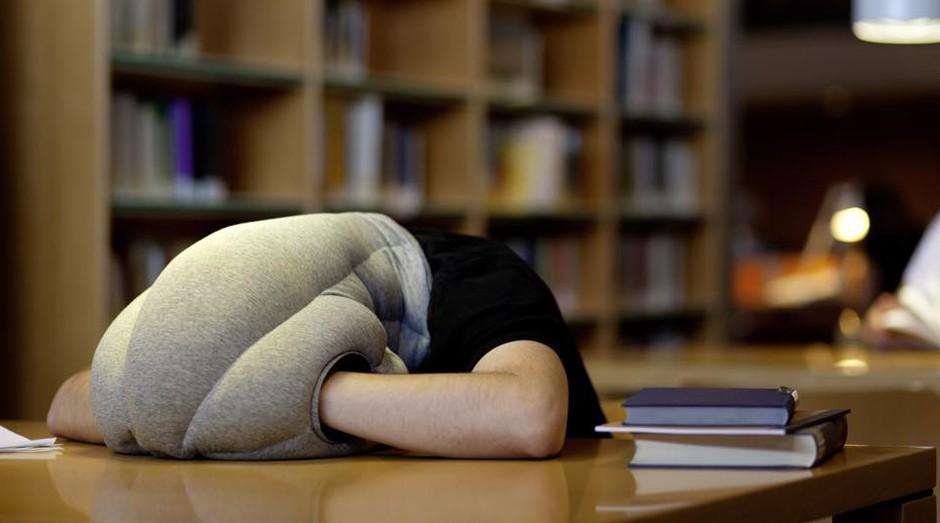 Travesseiro da Ostrich Pillow (Foto: Reprodução/Facebook/Ostrich Pillow)