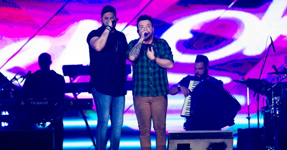 Diego e Victor Hugo soltam a voz no palco Arena da Festa de Barretos 2019 — Foto: Érico Andrade / G1