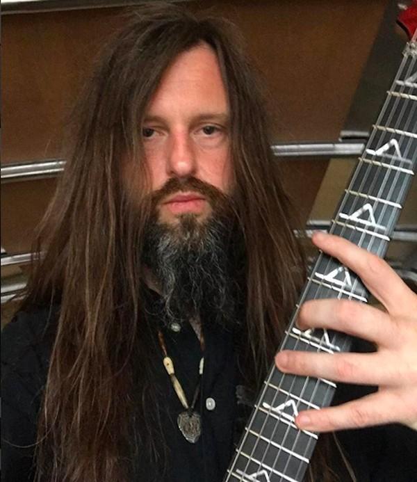 O guitarrista Oli Herbert (Foto: Instagram)