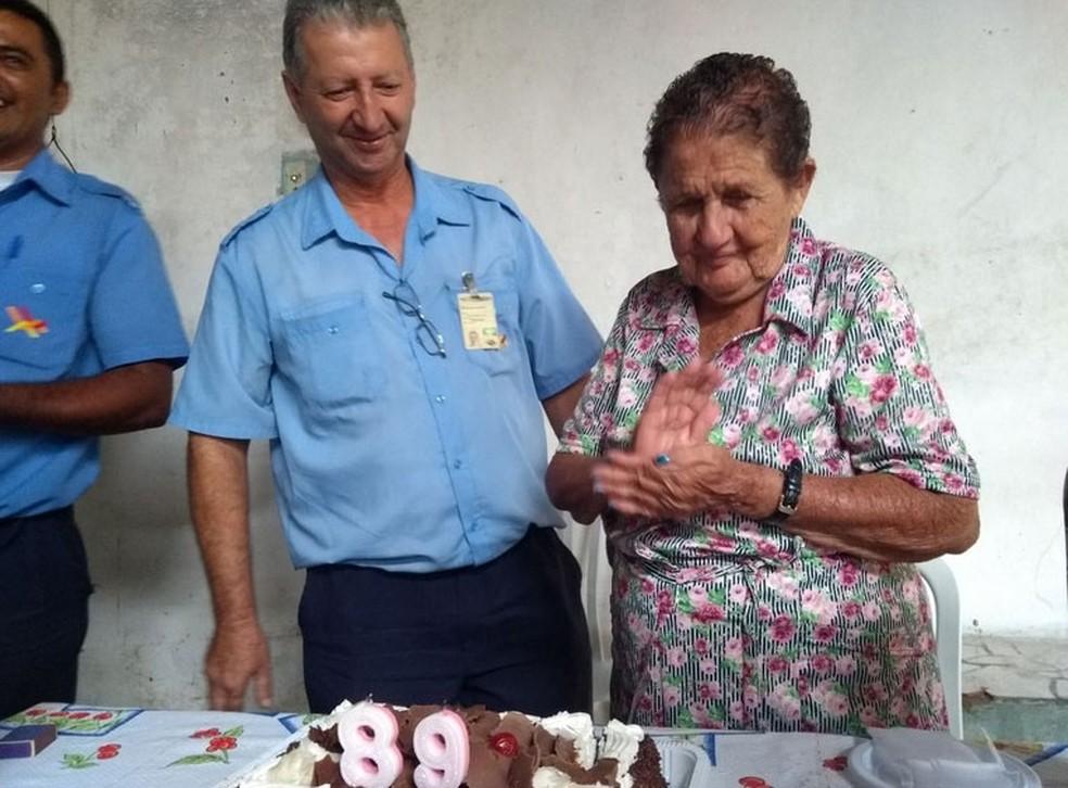 A enfermeira aposentada Maria Barbosa Caraca comemora o 89º aniversário, em Campinas (Foto: Pedro Spadoni/G1)
