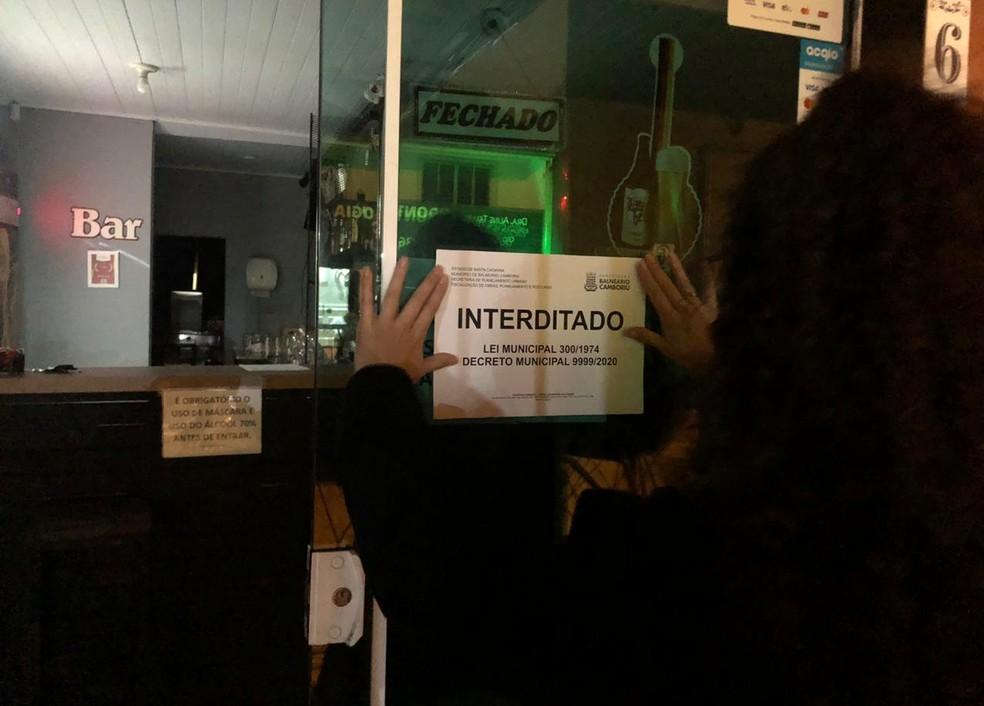 Bar foi interditado em Balneário Camboriú — Foto: Prefeitura de Balneário Camboriú/Divulgação