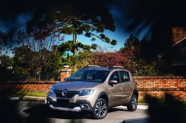 """""""O Stepway já era reconhecido na prática como um modelo diferente do Sandero. O perfil de cliente é distinto, mais aventureiro"""", diz Comunicado da Renault (Foto: Autoesporte)"""
