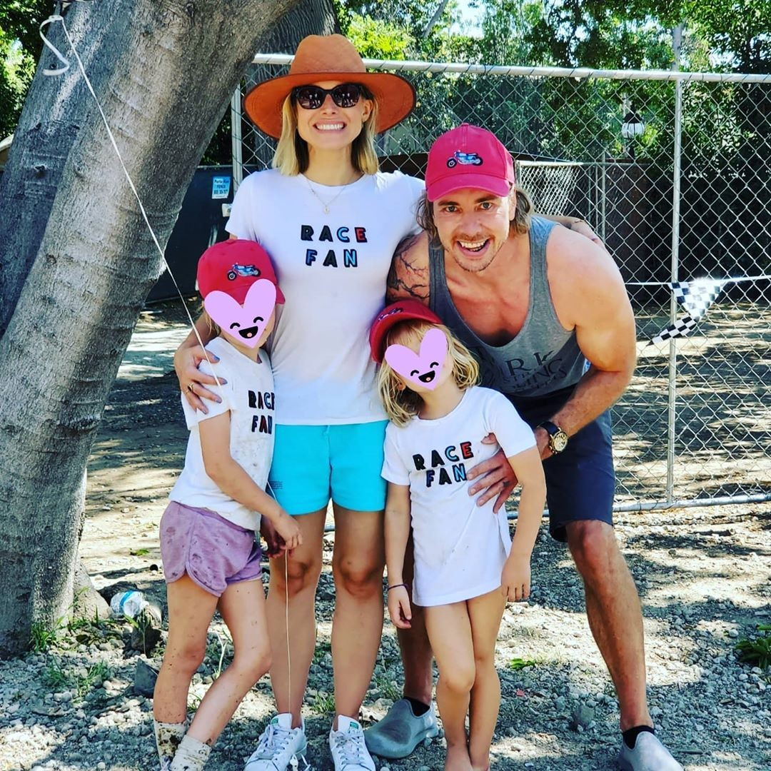 Os atores Kristen Bell e Dax Shepard com as filhas, Lincoln e Delta (Foto: Instagram)