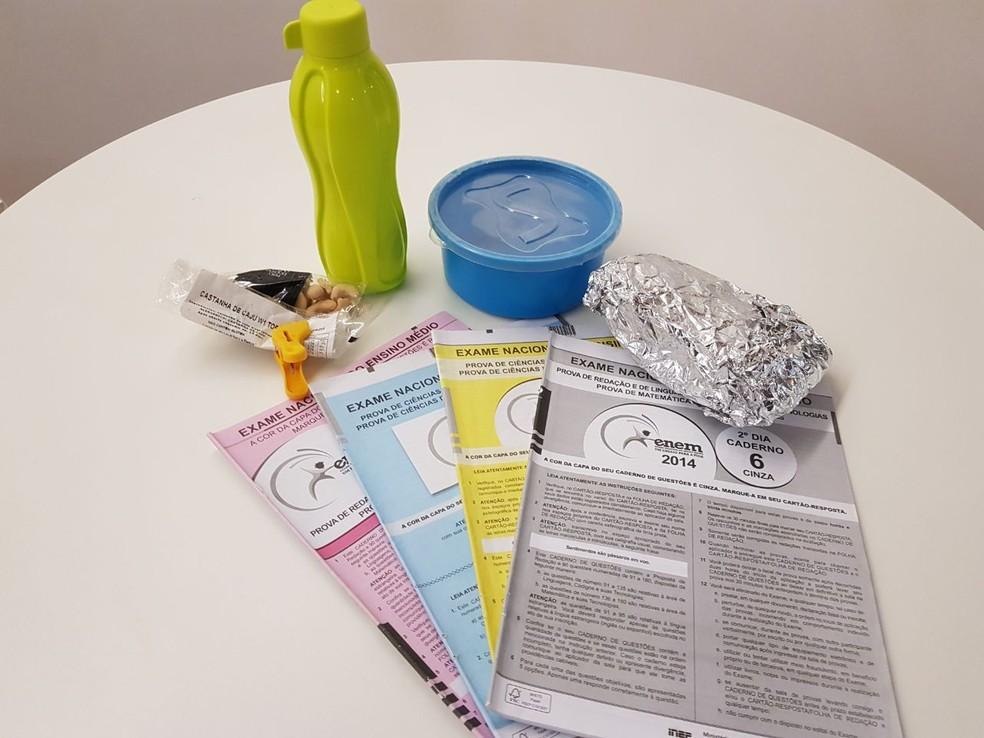 O que não é permitido no Enem: embalagens opacas e produtos industrializados abertos e sem lacre (Foto: Luiza Tenente/G1)