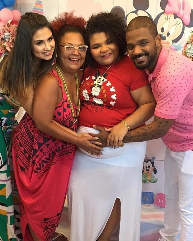 Arlindinho com a irmã, Flora, a mãe, Barbara, e a mulher, Ayeska (Foto: Reprodução/Instagram)