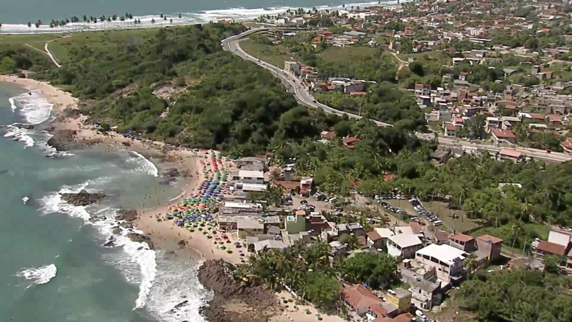 Por causa da Covid-19, Cabo proíbe ônibus de turismo nos fins de semana e comércio na praia das 18h às 8h