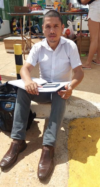 José Moura aproveita os últimos momentos antes da prova para estudar