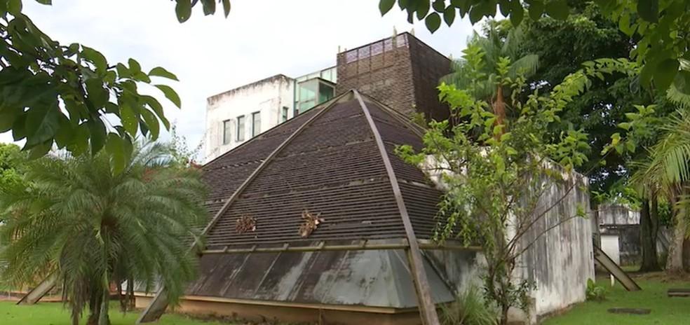 Após denúncia, Ministério Público do Acre apura abandono da Biblioteca da Floresta — Foto: Reprodução/Rede Amazônica