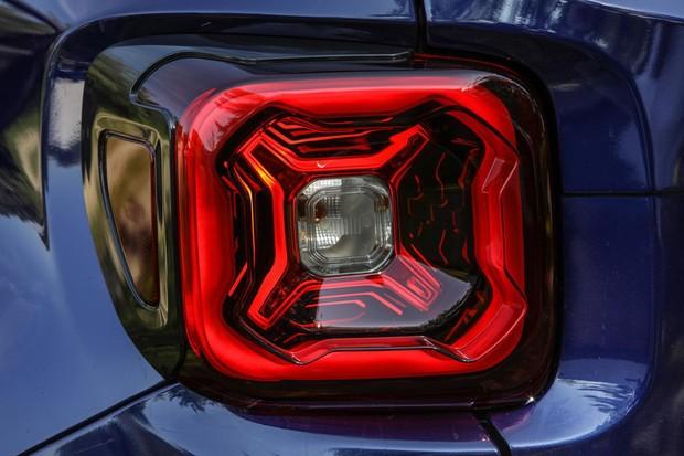 Lanterna tridimensional foi o único ponto revelado da reestilização do Renegade (Foto: Divulgação)
