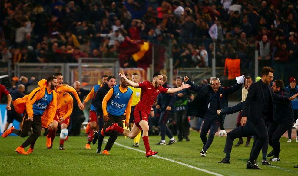 Manolas comemora gol da Roma sobre o Barcelona — Foto: REUTERS/Tony Gentile