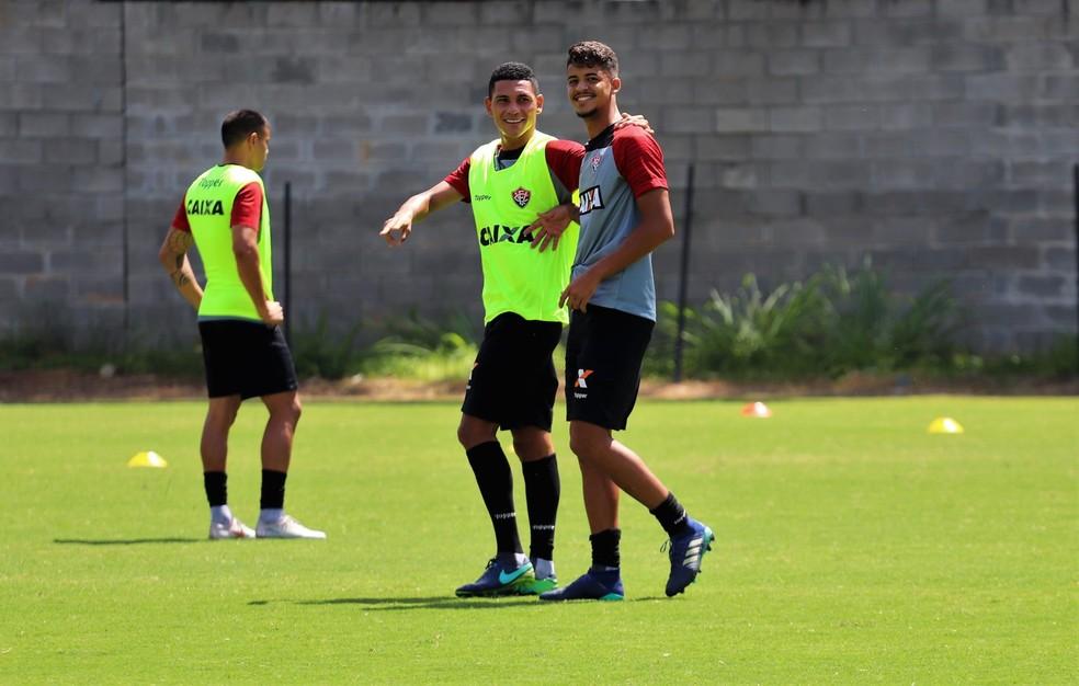 ... Léo Gomes e Bruno Bispo começam 2019 vinculados ao Vitória — Foto   Maurícia da Matta 213c884925e48