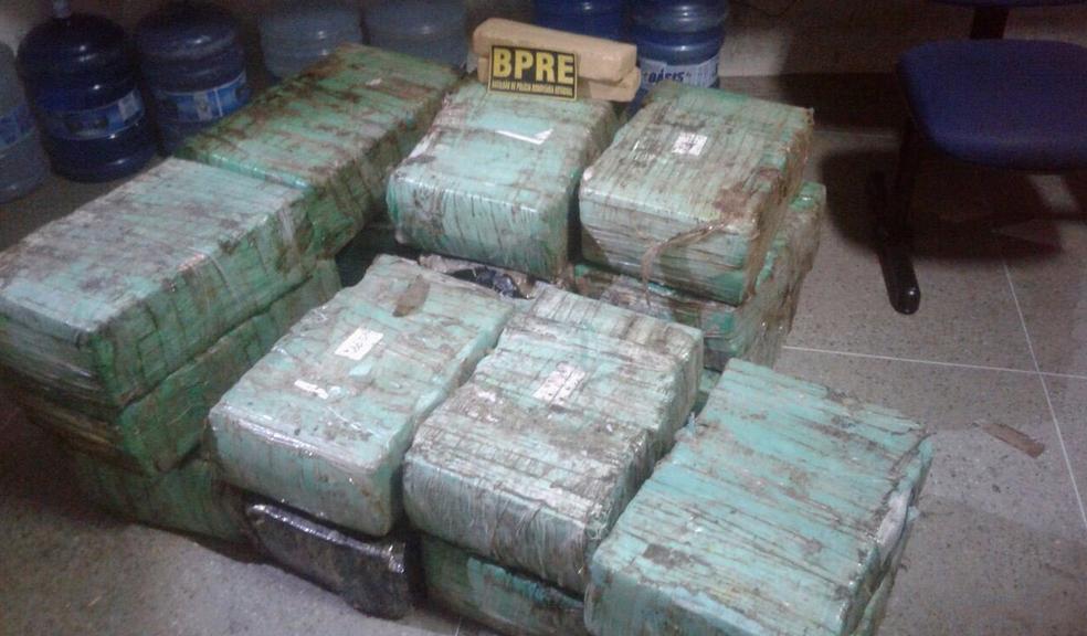 Droga apreendida no Ceará foi encontrada dentro de um carro. Polícia segue com as investigações. (Foto: Reprodução/TV Verdes Mares)