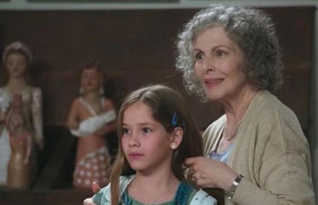 Clara Galinari e Irene Ravache atuam juntas na novela Espelho da Vida (Foto: Reprodução/TV Globo)