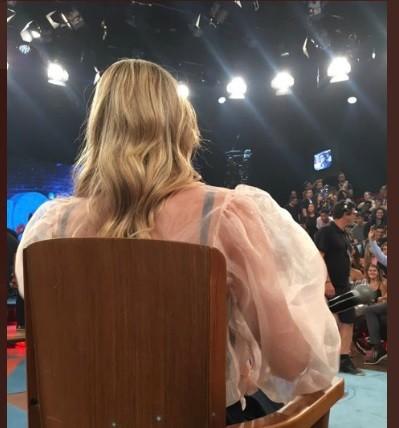 Paula Sperling printou foto que tiraram na plateia do 'Altas horas' (Foto: Reprodução/Twitter)