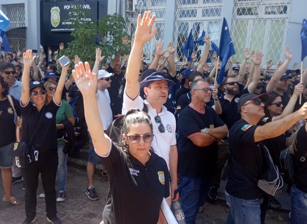 Policiais civis protestam contra pacote de reformas do governo do RS — Foto: Jonas Campos