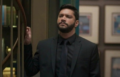 Na segunda (16), Diogo mostrará um vídeo falso para Alberto (Antonio Fagundes), com Sinistro (Marcos Junqueira) confessando que foi Paloma (Grazi Massafera) quem deu a ideia do assalto à mansão TV Globo