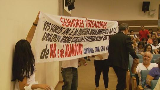 Câmara Municipal mantém decreto que transfere alunos para a rede estadual em Pouso Alegre, MG