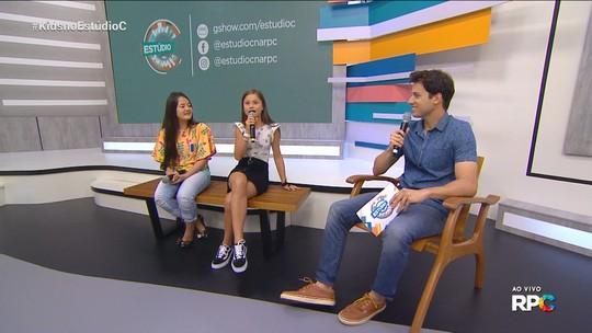 Laura Kaori e Rafa Gomes bateram um papo ao vivo neste sábado com Leo Portiolli, no 'Estúdio C'