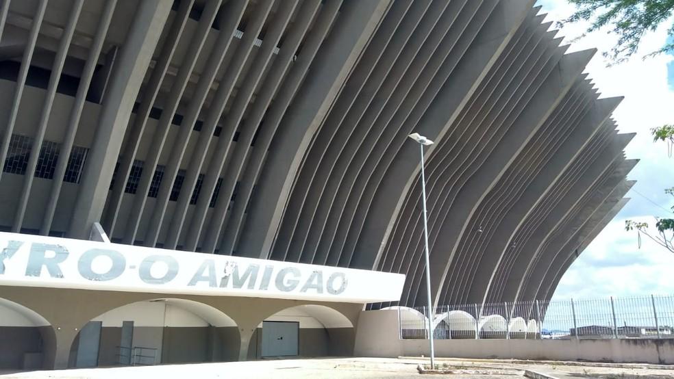 Estádio Amigão vai receber a partida entre Treze e Esporte de Patos no domno — Foto: Expedito Madruga / GloboEsporte.com