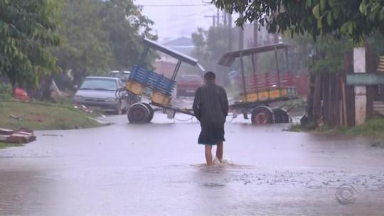 Chuva forte deixa cerca de 300 pessoas fora de casa em Novo Hamburgo, diz Defesa Civil
