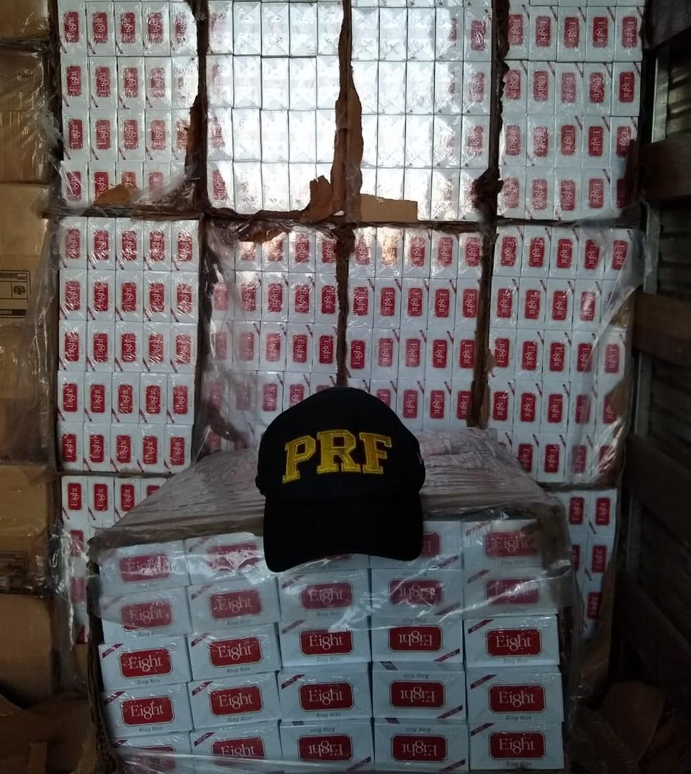 Cigarros apreendidos em Ouricuri — Foto: PRF / Divulgação
