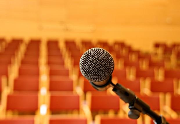 Microfone ; falar em público ; conferência ; voice coaching ; carreira ;   (Foto: Shutterstock)