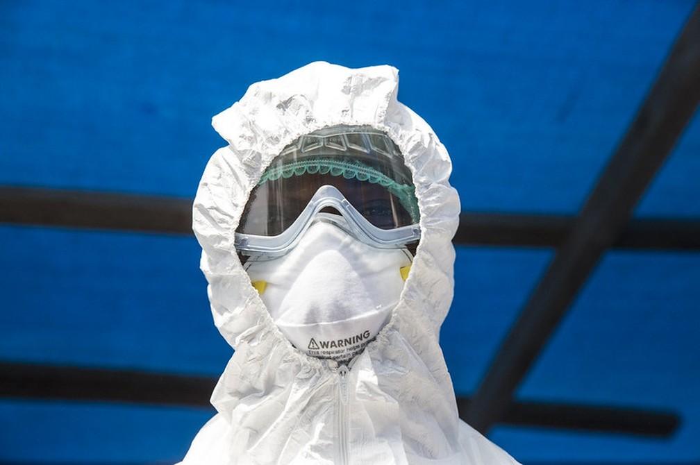 Profissional de saúde em uma enfermaria de isolamento em Kabala, na Serra Leoa — Foto: Divulgação/ONU