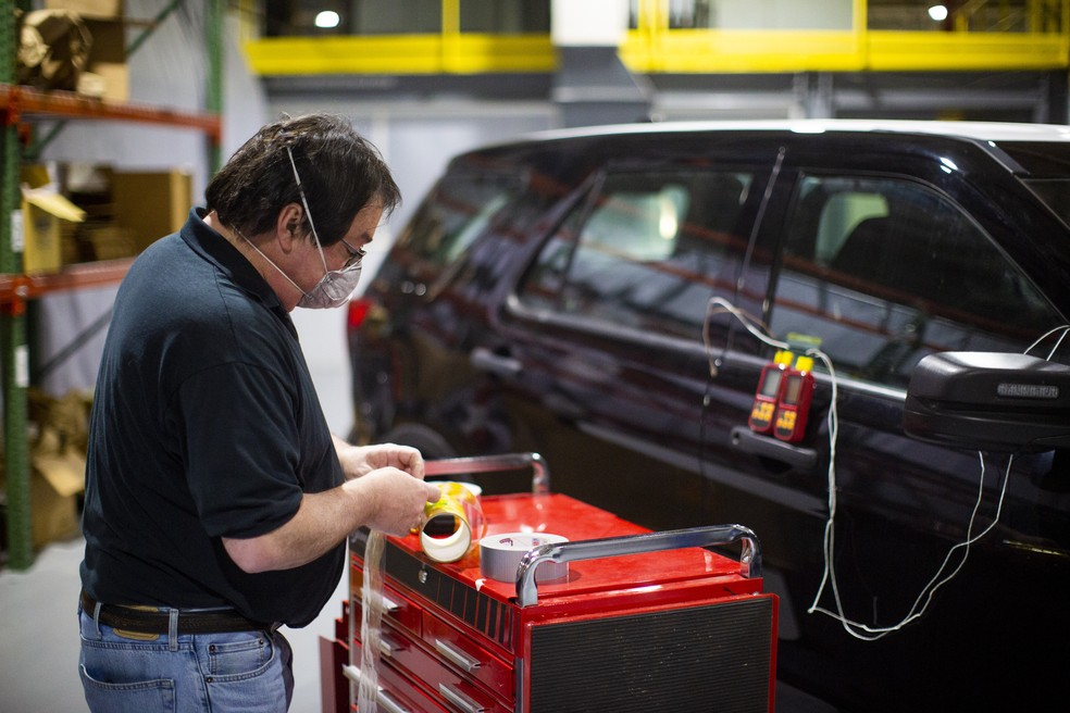 Equipe monitora aquecimento de viatura — Foto: Divulgação