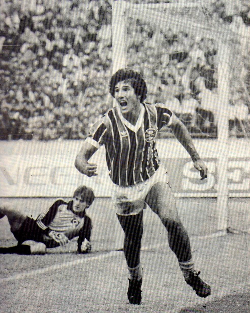 Renato comemora gol sobre o Hamburgo — Foto: Divulgação / Grêmio