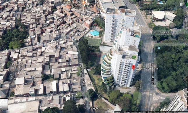 Imagem de satélite mostra condomínio de luxo ao lado da favela em Paraisópolis