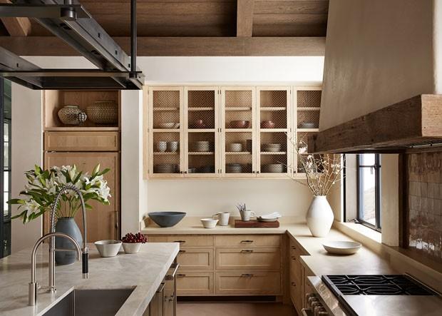 Décor do dia: cozinha em madeira e tons claros (Foto: Tim Williams)
