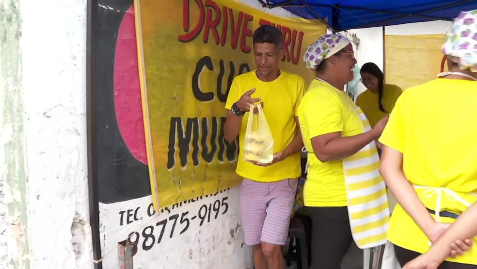 Drive thru de cuscuz fica em Campo Grande, na Zona Norte do Recife — Foto: Reprodução/TV Globo