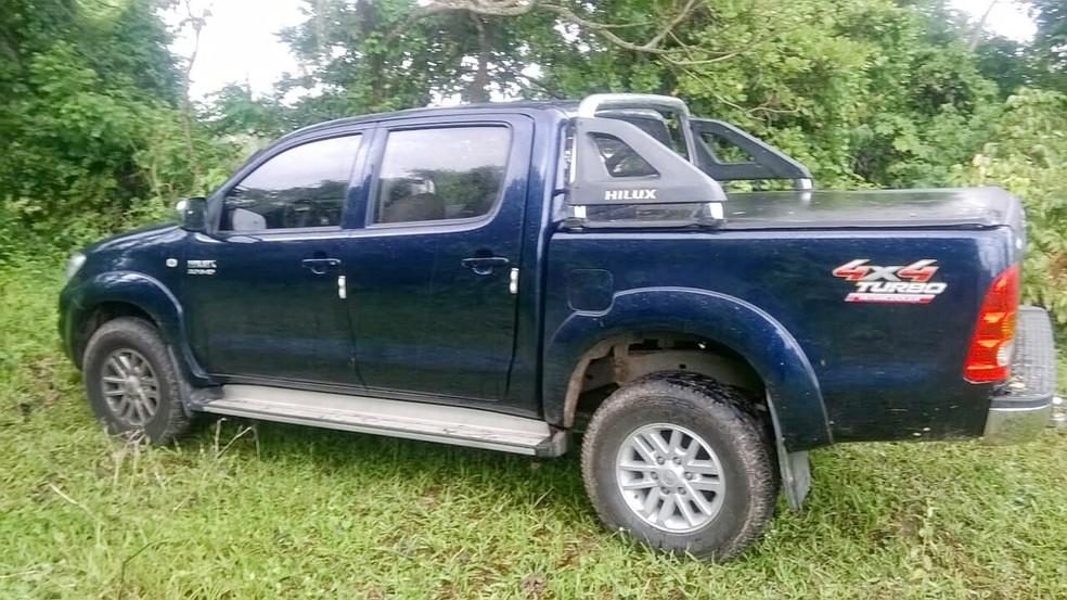 Carro do empresário, uma Hilux de cor azul, foi encontrado em São Gonçalo do Amarante (Foto: PM/Divulgação)