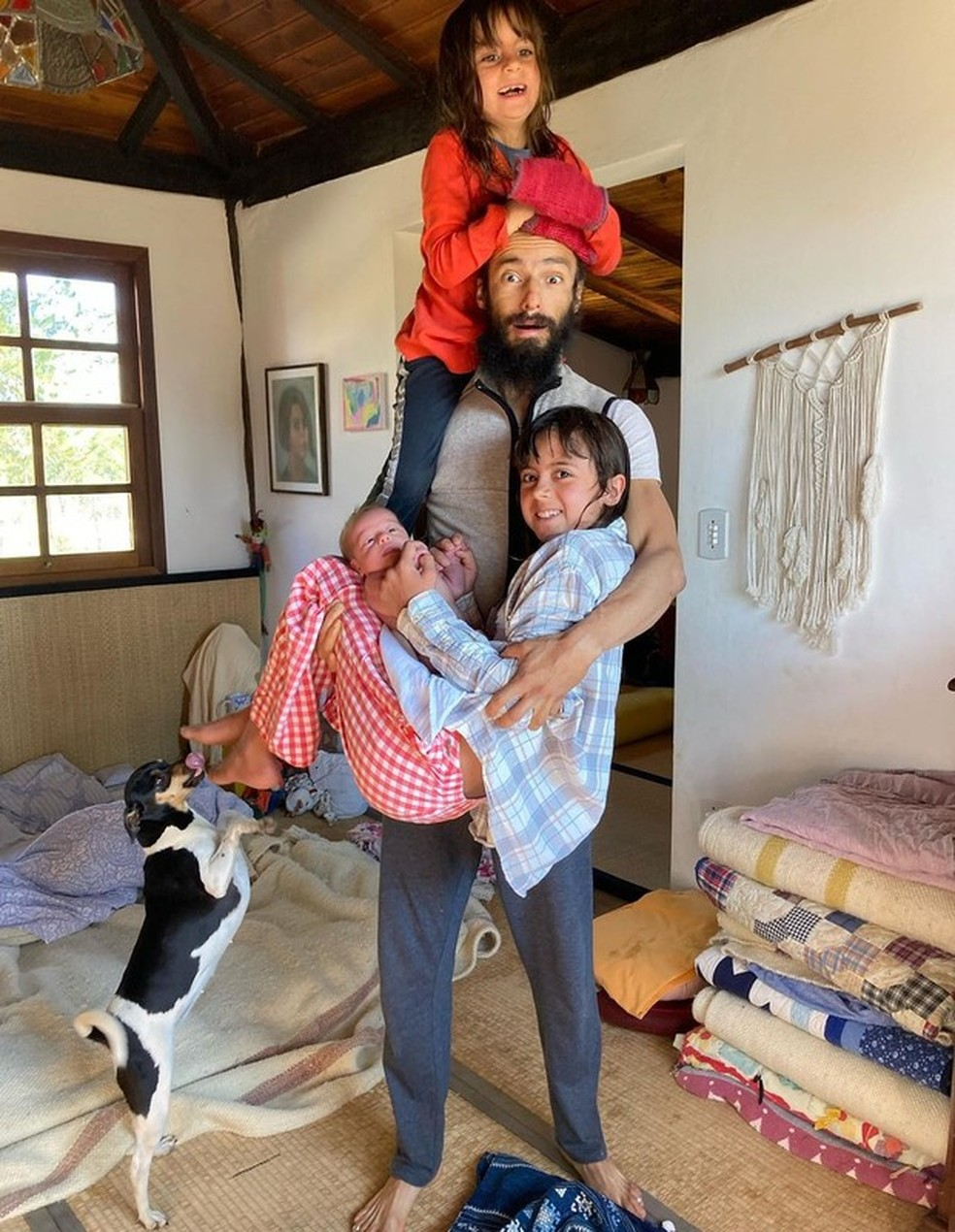 Badarik González com Joana, Maria e Varuna  — Foto: Reprodução/Instagram
