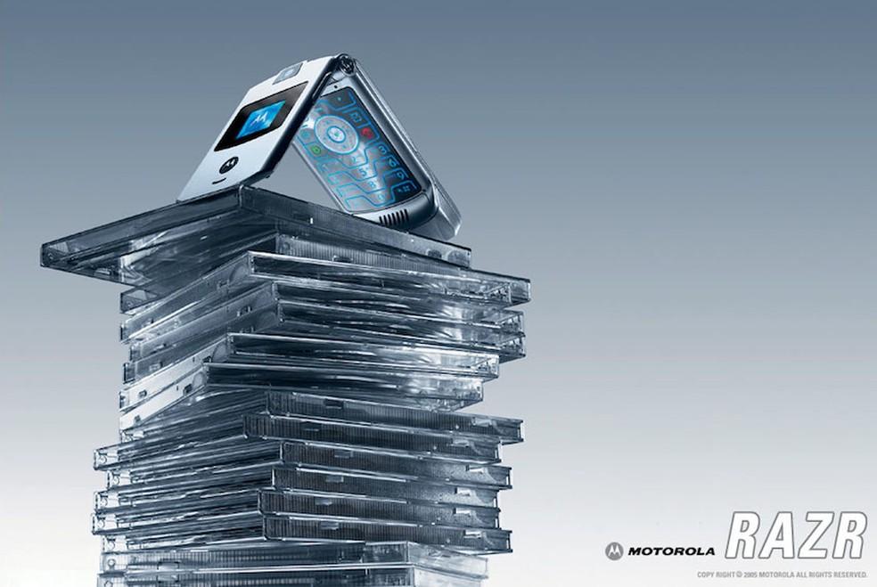 Com design elegante, o V3 era objeto de desejo dos consumidores — Foto: Divulgação/Motorola